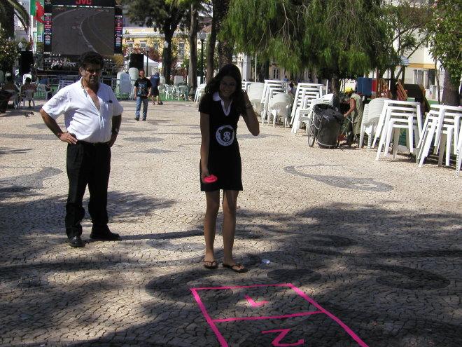 Fora de Campo - à macaca jogamos nós, Faro 2004