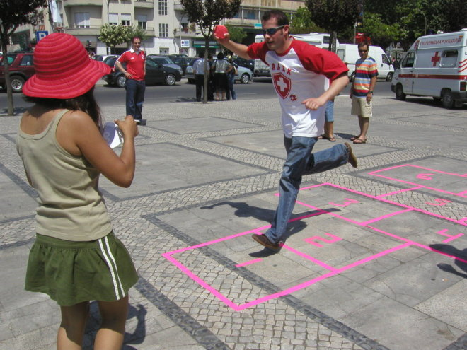 Fora de Campo - à macaca jogamos nós, Leiria 2004