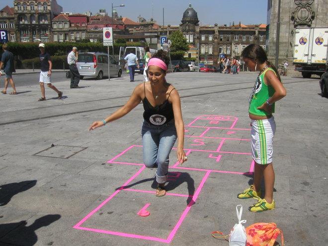 Fora de Campo - à macaca jogamos nós, Porto 2004